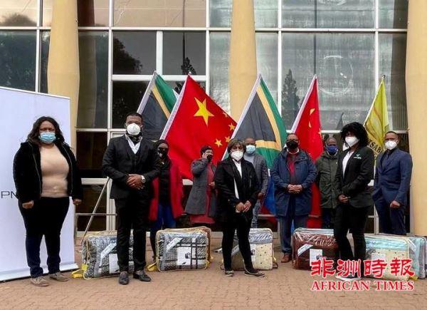 国际曼德拉日:中资广西大锰PMG矿业公司向当地贫困社区捐赠冬季物资
